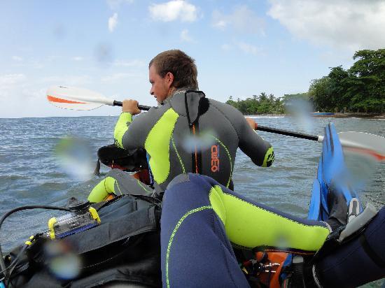 Panama Divers PADI Dive Resort: going 4 a dive by kayak