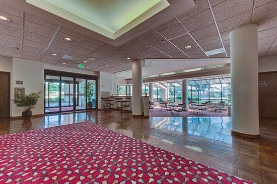 Best Western Hickory : Spacious and inviting lobby area