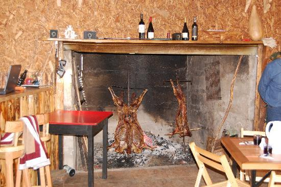 Puerto Chacabuco, Chile: Lamb on the spit