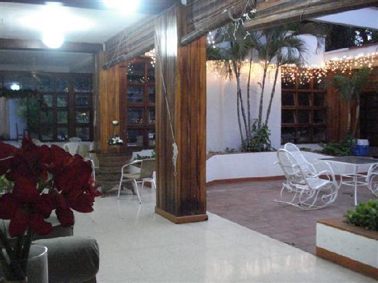 Hotel Maracas Inn: Sala de Estar