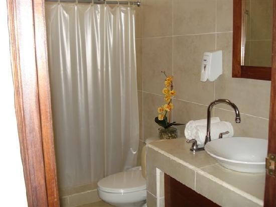 Hotel Maracas Inn: Baño
