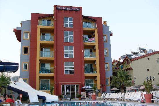Club Alpina Apartments Hotel: New apartments face the pool