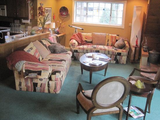 Rainbow Inn Bed & Breakfast: Common Area