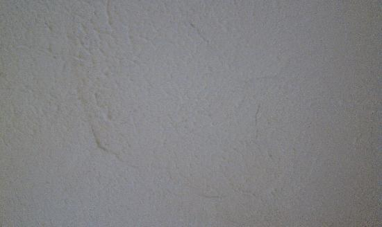 Fairfield Inn Fayetteville : Cracked Ceiling