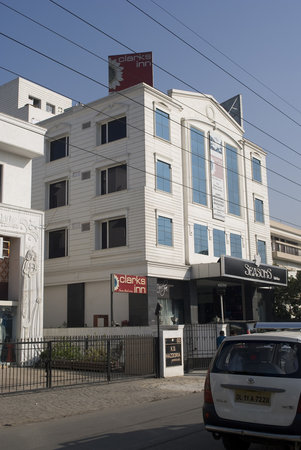 Karon Hotels Lajpat Nagar: Clarks Inn Lajpat Nagar