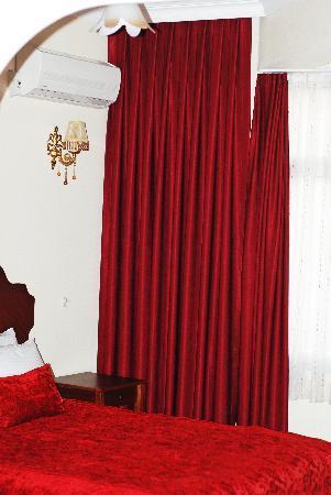 Asitane Hotel: Full bed