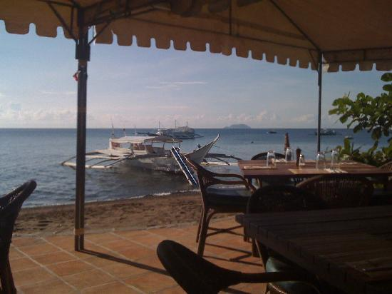 Atlantis Dive Resorts Dumaguete: The scene at breakfast