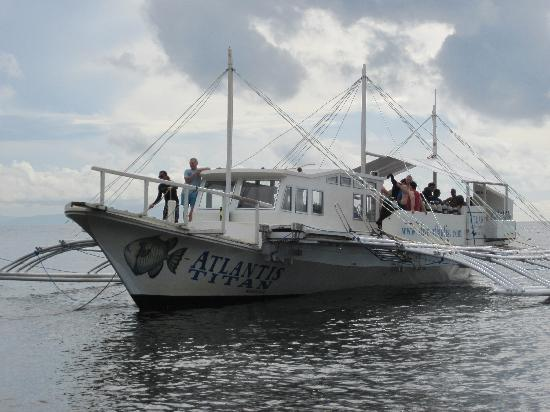 Atlantis Dive Resorts Dumaguete: The largest dive boat off to Apo Island