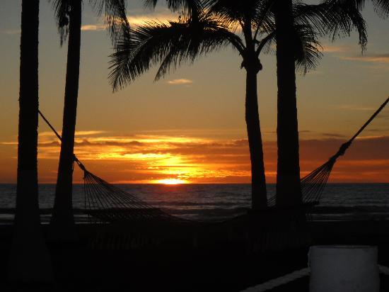 Los Otates, Mexiko: Typical sunset from palapa