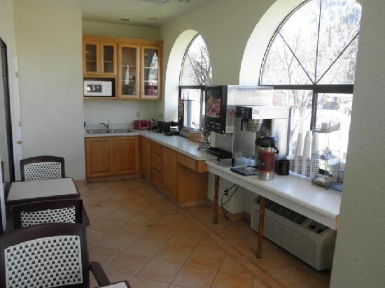 Milpitas Inn: Inviting Breakfast room