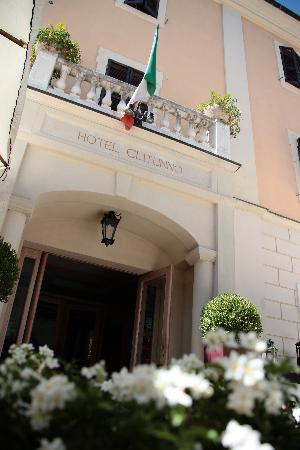 Hotel Clitunno: Entrance 2