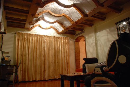 Hotel Dew Drops: Suite Room