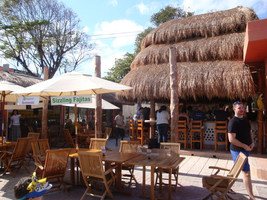 Wet Wendy's Margarita House and Restaurant: The newly renovated bar and seating area