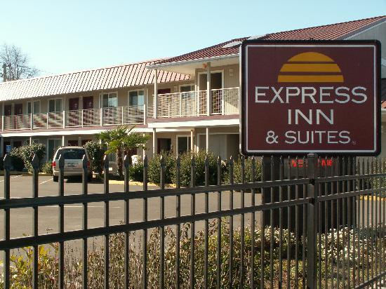 Express Inn and Suites: Gated Facility