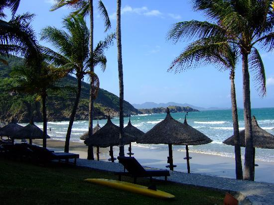 Vinpearl Nha Trang Resort: the beautiful beach at Vinpearl