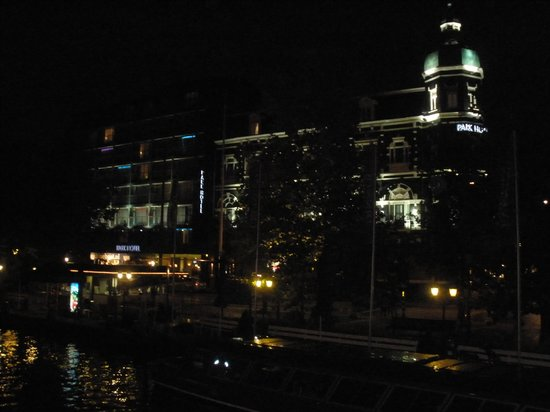 Park Hotel Amsterdam: foto notturna del park hotel