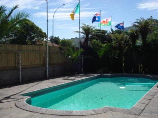 เรด ร็อค เธอร์มัล โมเต็ล: Swimming pool