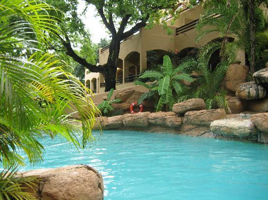 Chobe Game Lodge: the pool
