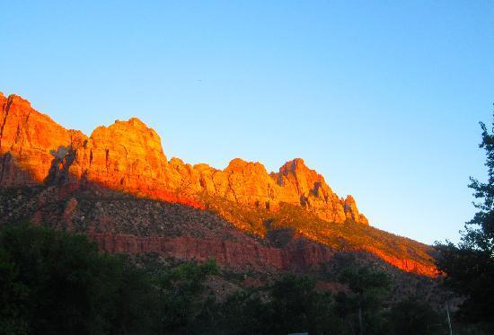 Desert Pearl Inn: view from patio