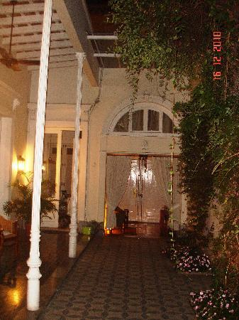 1890Hotel Boutique: outdoor at night