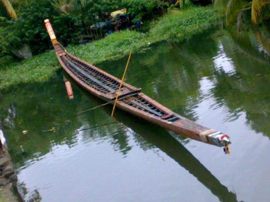 kumarakom boat club's snake boat