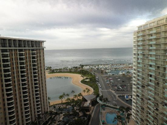 view to ocean 2 picture of ilikai hotel luxury suites. Black Bedroom Furniture Sets. Home Design Ideas