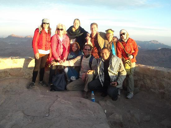 Jana Private Day Tours: Some of the gang on top of Mt. Sinai