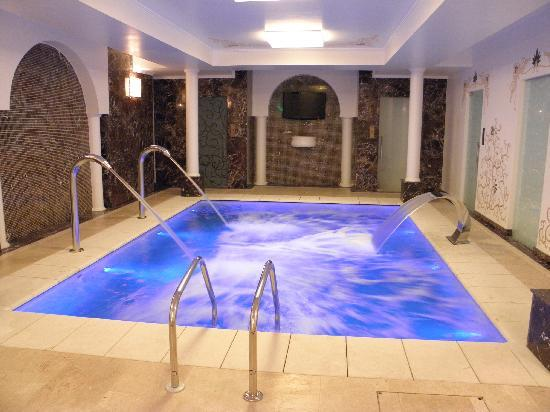 Epoque Hotel: Indoor pool