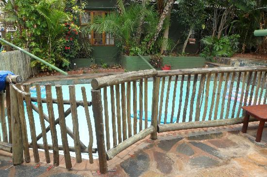 Botany Bay Lodge: Safe pool. Children and dogs cannot drown