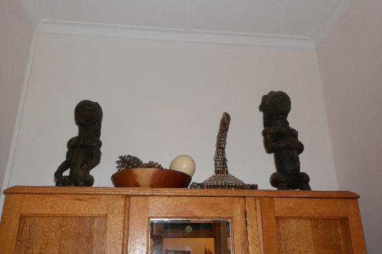 Botany Bay Lodge: African art