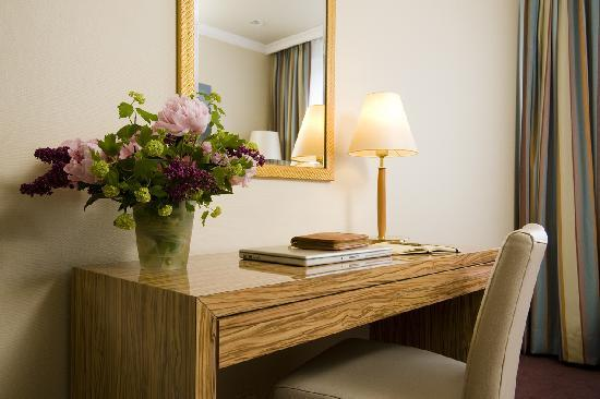 Best Western Raphael Hotel Altona: Zimmerbeispiel