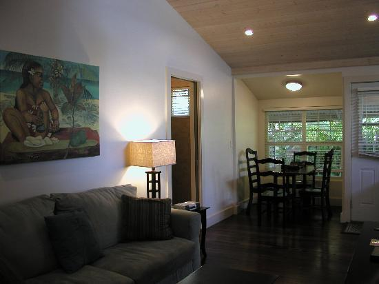 Paia Inn: Living / Dining Room