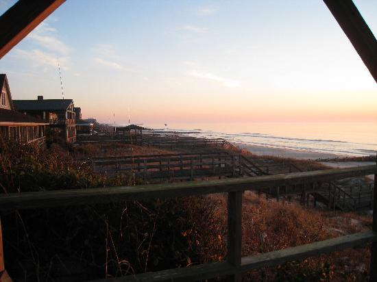 The Pelican Inn: sunrise on the beach