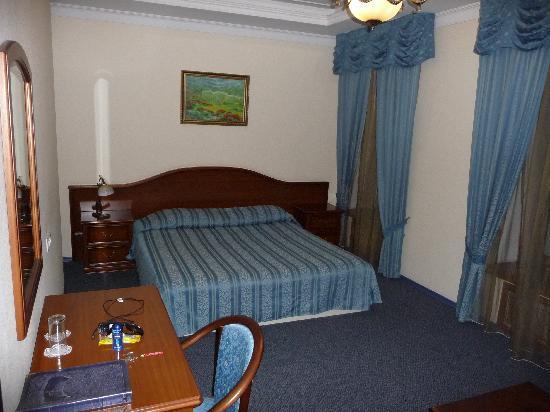 Alexandria: Deluxe Room, bed
