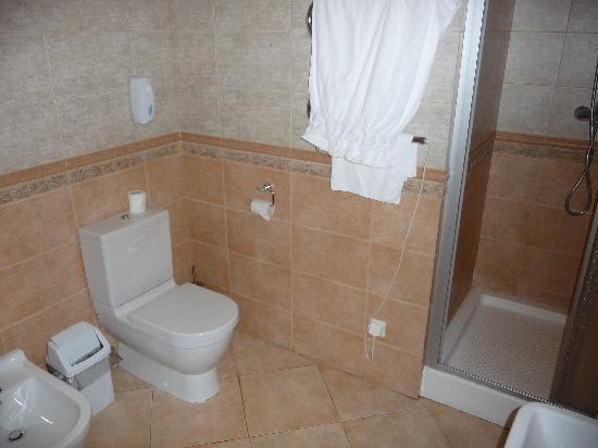 Alexandria: Deluxe Room, bathroom