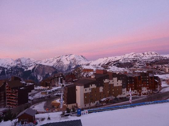 Club Med L 'Alpe d'Huez la Sarenne : sunrise view from our room