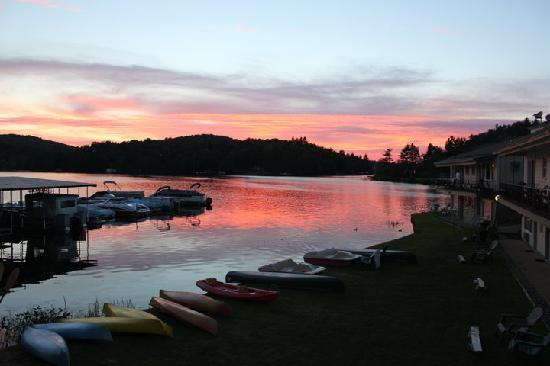 Gauthier's Saranac Lake Inn and Hotel: Waterfront Sunset