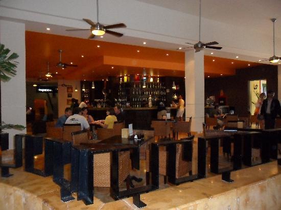 Ocean Maya Royale: Bar au lobby