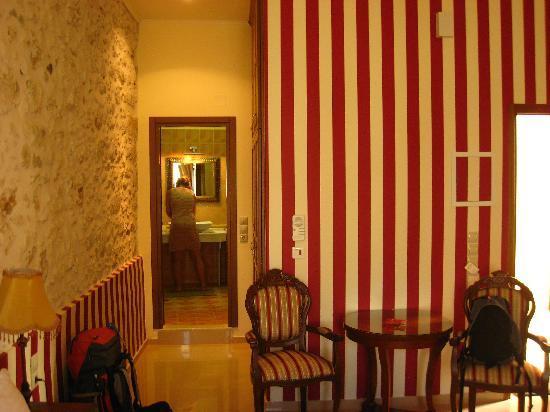 Casa Moazzo Suites & Apartments: Towards the bathroom