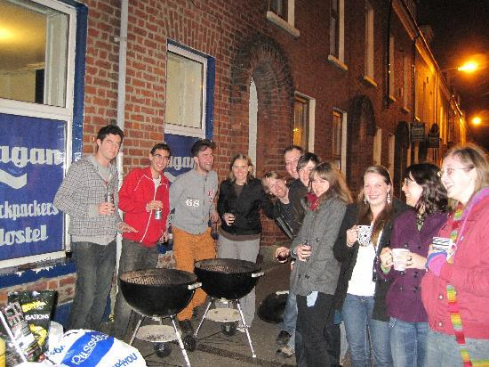 Lagan Backpackers: entrance and BBQ