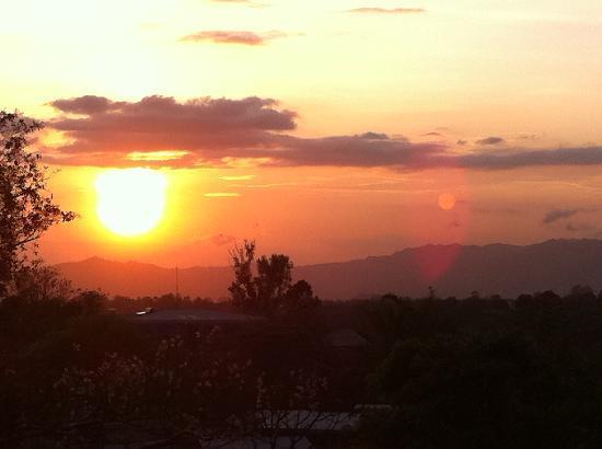 Vista Linda Montana: Sonnenuntergang v.d. Terasse