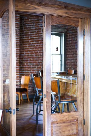 Schiller Guest Suites: The Bank Bar at Schiller