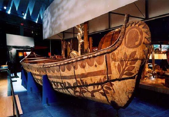 Musée de la civilisation : Canot, Exposition Nous les premières Nations