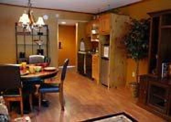 Mountain Village Inn Condominiums: dining area