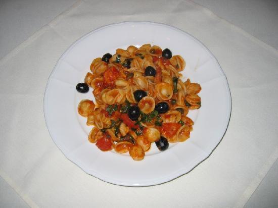 """Anna Maria Pasteria: Pasta """"orecchiette"""" Southern Italian dish"""