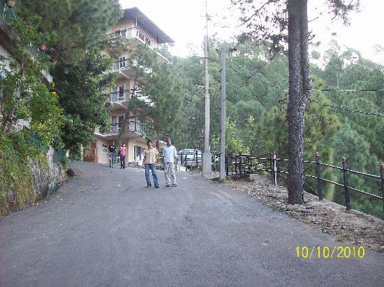 Pine Drive Resort: Hill View Road