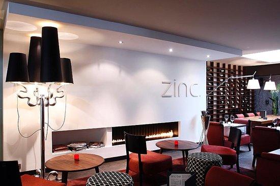Villa Emilia: ZINC BAR RESTAURANTE