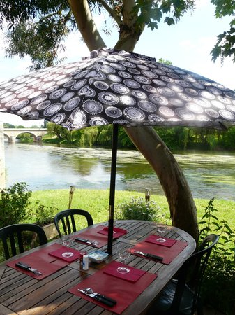 Le Pha : in summer near the river
