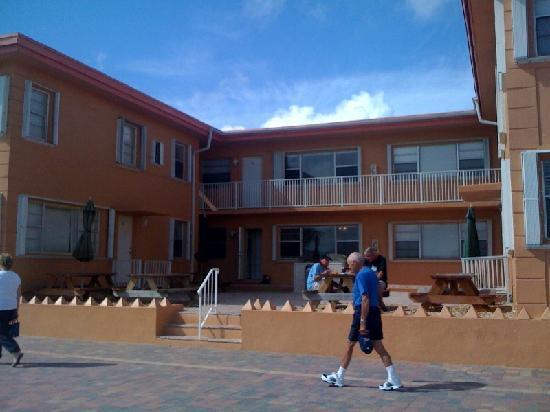 Riptide Hotel: the building where I stayed