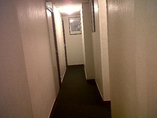 هوتل أماريس سيمارت: habitacion